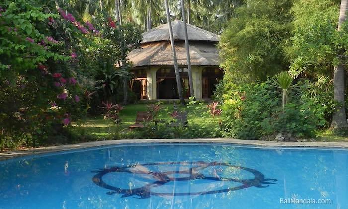 Bild Meditationshalle und Pool Bali Mandala