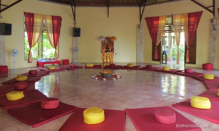 Bild Meditationshalle Bali Mandala innen