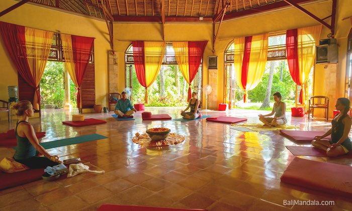 Bild Meditation in der Meditationshalle Bali Mandala