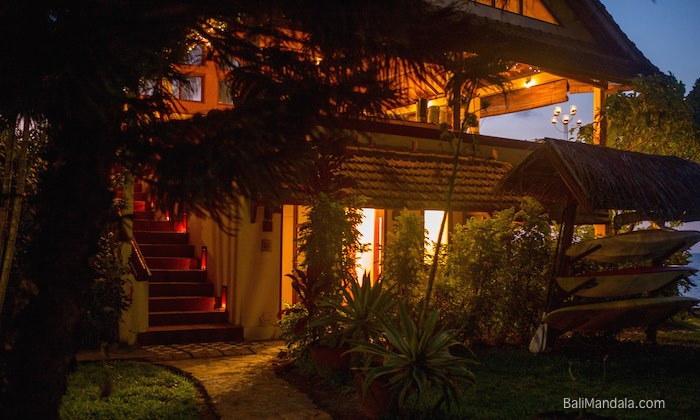 Bild Restaurant Bali Mandala nachts außen