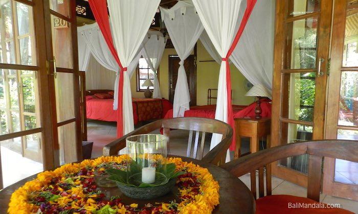 Bild Zimmer und Terrasse Bali Mandala