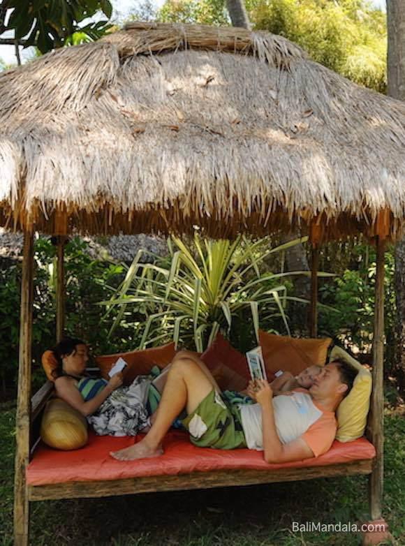 Bild Familie im Bali Mandala