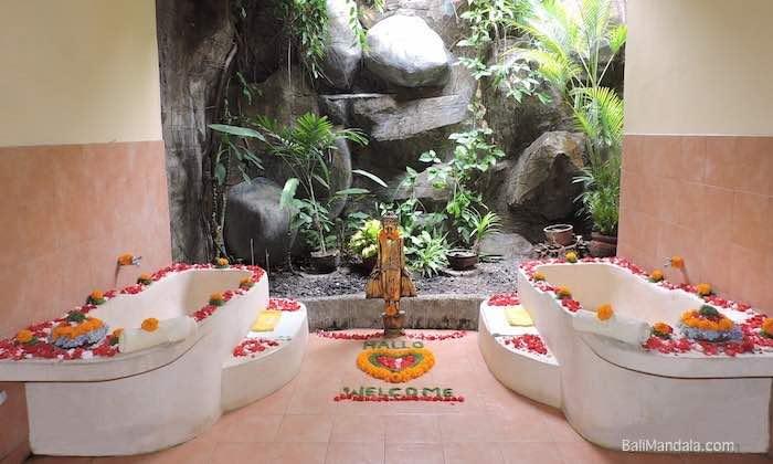Spa Hoehlenwand Bali Mandala
