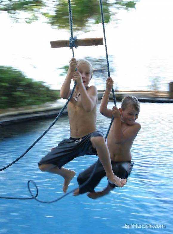 Tarzankinder im Bali Mandala