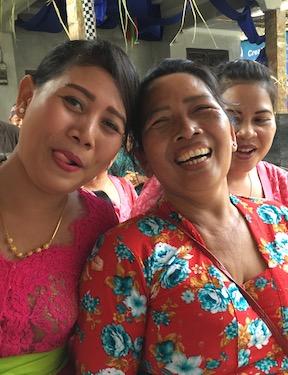 Mandala News - Era, Mega und Ketut auf Putu