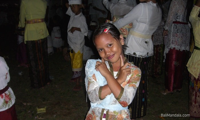 Bild Mädchen bei Tempelfeier