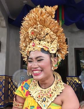 Bali Mandala News - Putu Mey bei Ihrer Hochzeit