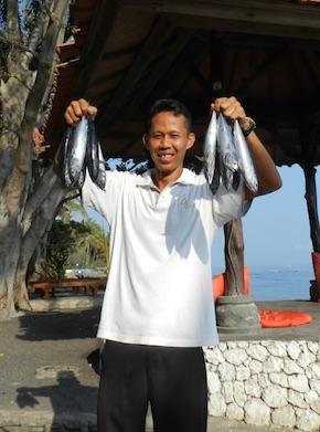 Putu hat direkt bei den Fischern gekauft